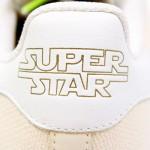 Der Star Wars X Adidas Super Star Yoda Sneaker von hinten betrachtet
