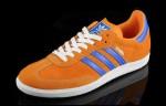 Weg mit tristen Farben, hier kommt der Adidas Originals Samba Sneaker in orange