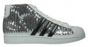 Der Adidas Originals Sequin von Jeremy Scott in white silver