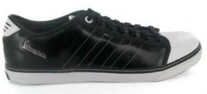 Take it low - der Adidas Vespa in schwarz und weiß