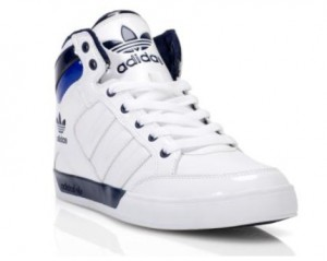 Der adidas hard Court Hi in den Farben Navy-Weiß (Foot Locker Holiday Campaign)
