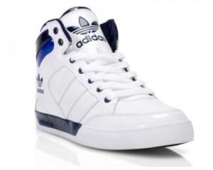 Der adidas hard Court Hi in den Farben Navy-Weiß (Foot Locker Holiday Campaign)