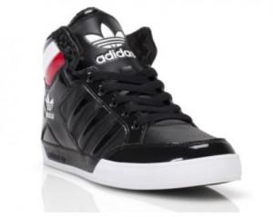 Der adidas hard Court Hi in den Farben Schwarz-Rot (Foot Locker Holiday Campaign)