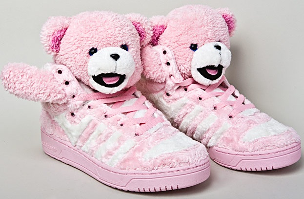 Die flauschigen adidas x JS Teddy Sneaker