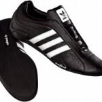 Der Adidas Adi Racer Trefoil Sneaker in schwarz