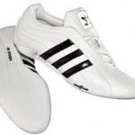 Der Adidas Adi Racer Trefoil Sneaker in weiß