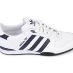 Der Adidas ZX Country Sneaker in Marine/Weiß