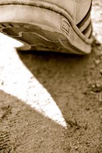 Adidas Sneaker im Staub