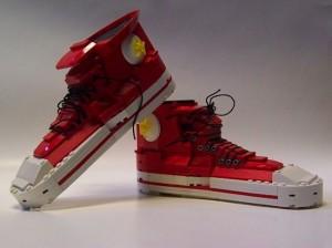Ob der Tragekomfort bei Converse Chucks Sneakern aus Lego stimmt?