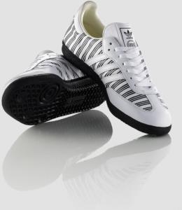 ... und noch ein weiteres Bild des zebragestreiften Samba Sneakers