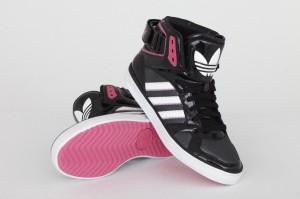 Neue Farbversion des Space diver Sneakers mit pinken Farbakzenten