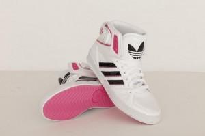 Weiße Farbversion des Space Diver Schuhs von adidas