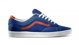 Vans Ortho in blau mit orangenen Akzent auf der Flanke