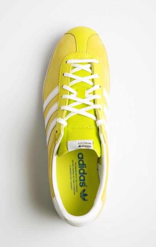 0deb6cbeab2682 Gut sichtbar wird der Farbkontrast rund um die Ösen zum Rest des Schuhs.  Ein Blick von oben auf die beige Gazelle von Adidas