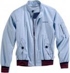 Diese hellblaue Jacke ist ebenfalls Teil der neuen Kollektion