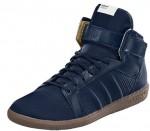Hallensohle kombiniert mit dunklem blau - der adidas top10 aus der a.039 Serie