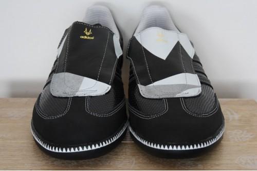 Der Adidas Samba Madsaki Sneaker von vorne