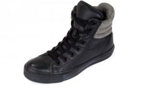 Der Converse Padded Collar Sneaker im schwarzen Leder (Bild: Footlocker.eu)