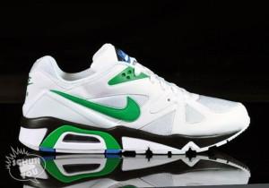 Der Nike Air Structure Triax in weiß und grün