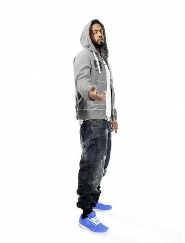 Samy Deluxe mit RealFlex Racer Sneakern in blau